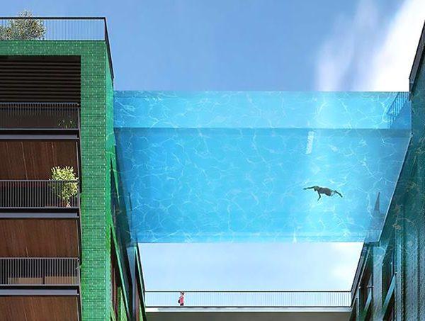 piscine en verre suspendue